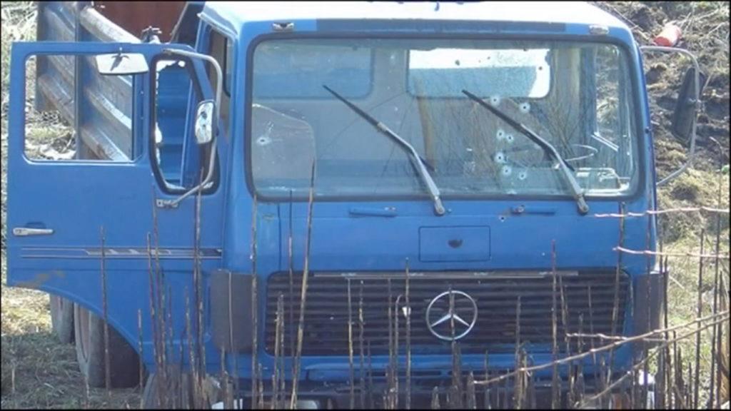 """Албански камион након што је """"Свен"""" убацио осам добро постављених метака у возача. The Albanian Lorry after """"Sven"""" had placed eight well-placed bullets into the driver."""